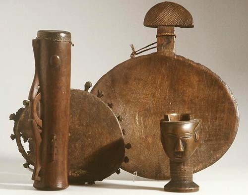 New Guinea drum and African wooden artefacts